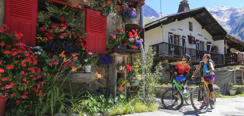 france_chamonix_summer-cyclists-flowers.jpg
